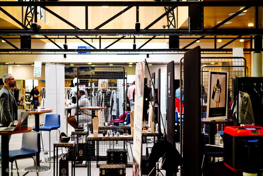 Vue générale de l'expo Fashion Tech Week Paris, le 19 octobre 2018, sous le toit de l'école de commerce ESCP Europe (©Lionel Samain for Le Boudoir Numérique)