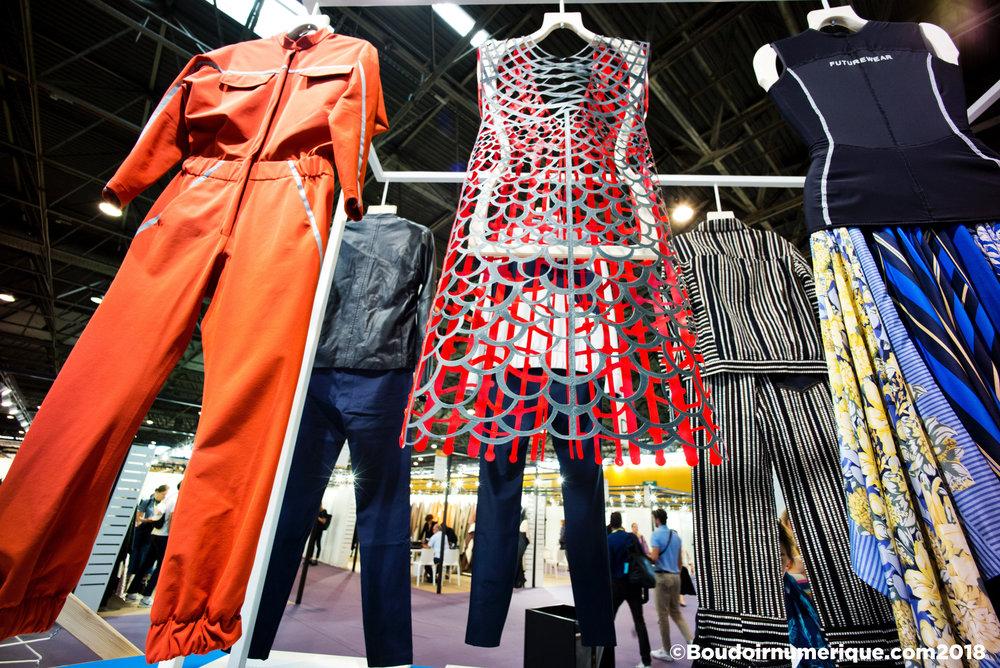 Smart wardrobe de Première Vision Paris, le 20 septembre 2018 : au centre, robe de Sylvia Heisel, à droite robe de Marine Serre (©LionelSamainforLeBoudoirNumérique)