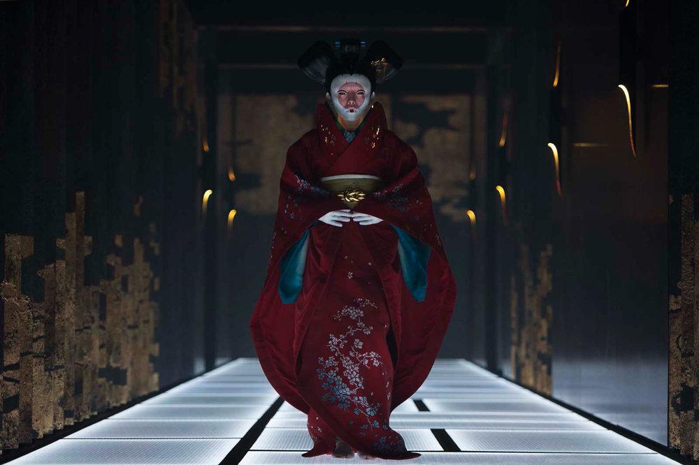 Geisha-bot, aussi vénéneuse qu'intrigante, dans le film Ghost in the Shell de Rupert Sanders (2017)