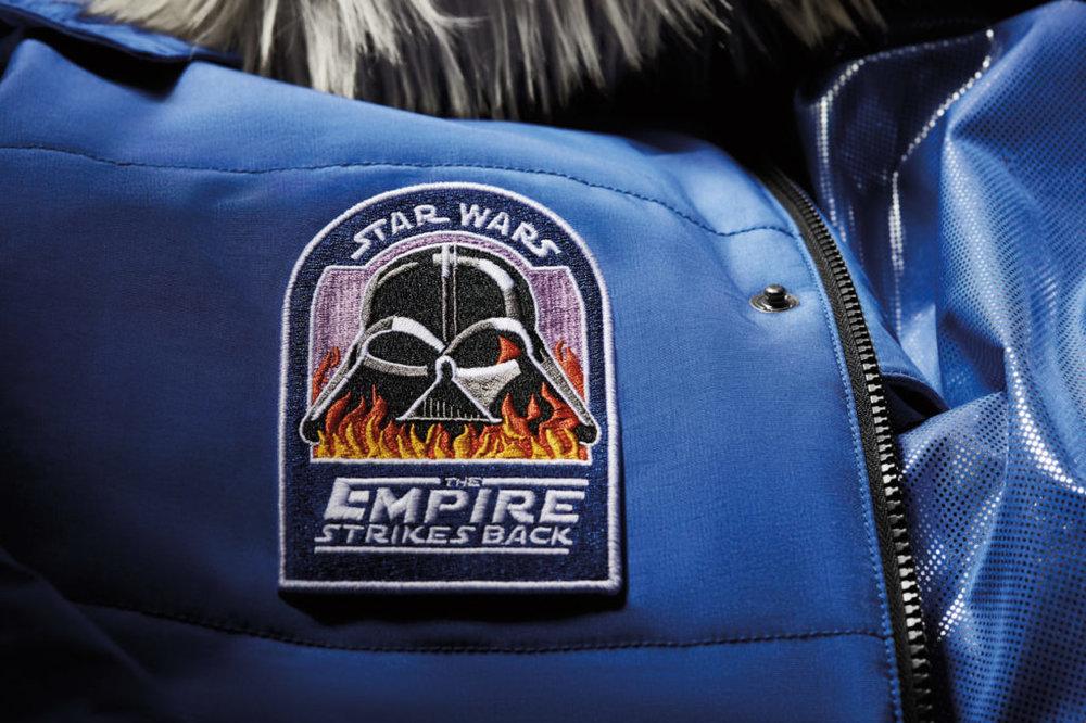 Look vintage pour l'écusson du méchant ultime et indémodable Darth Vader (©Columbia Sportswear)