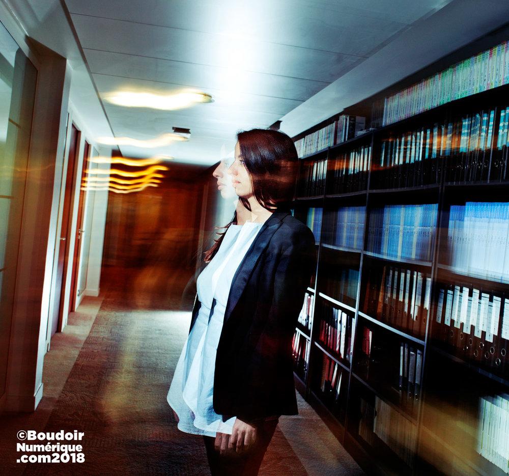 L'avocate Naïma Alahyane-Rogeon, le 22 octobre 2018, dans le cabinet Lexing Alain Bensoussan Avocats, à Paris (©LionelSamainForLeBoudoirNumérique)