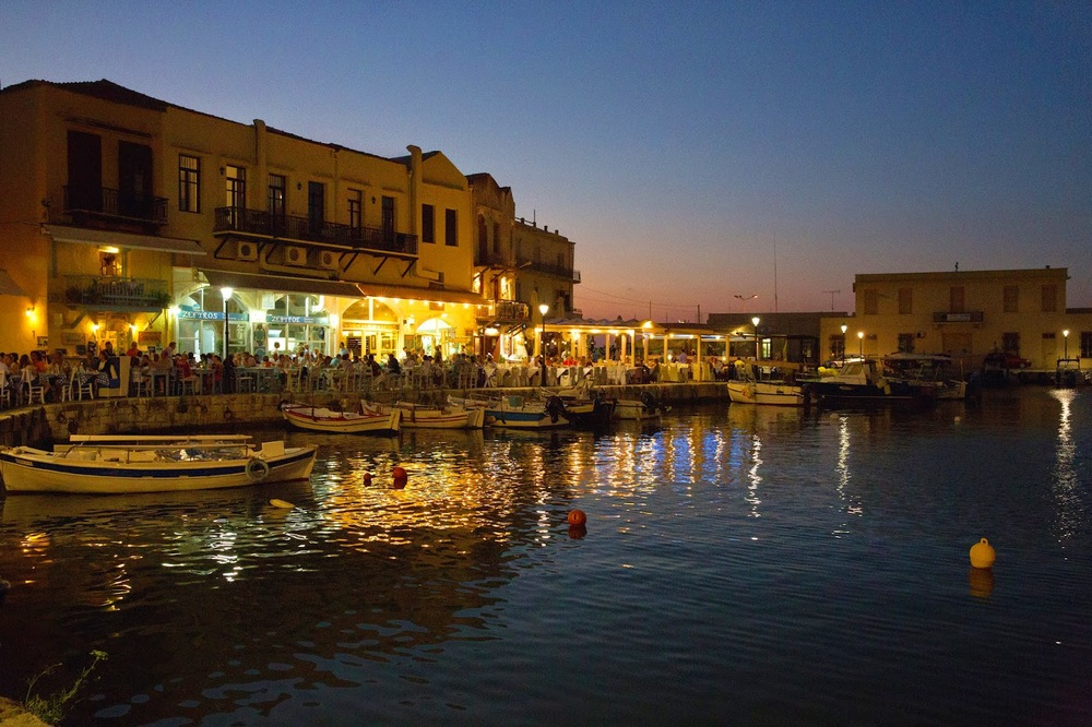 (Dinner spot on a bay in Rethymnon, Crete)