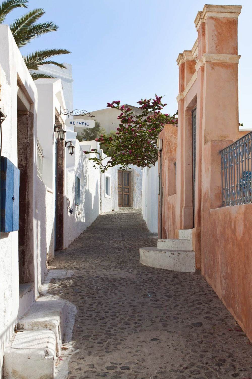(charming street in Oia)
