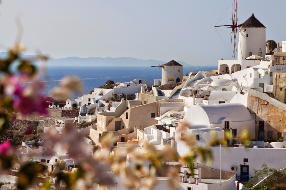(view while walking down to Amoudi Bay in Oia, Santorini)