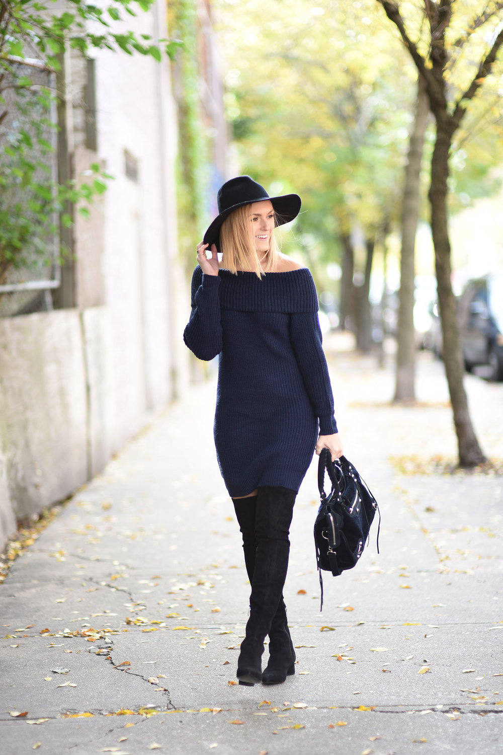 navy-fall-outfit-with-hat