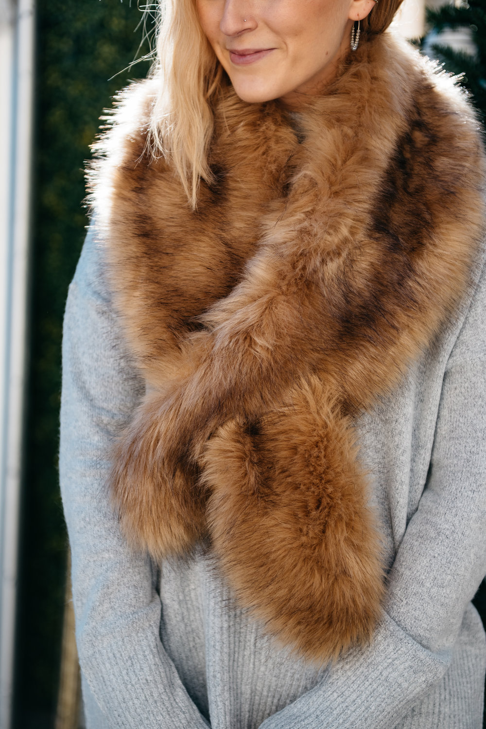 detail-of-fur-scarf