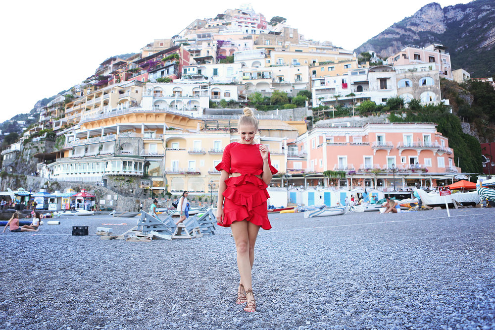 red-dress-in-positano