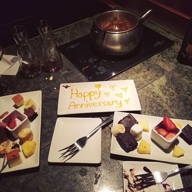 FOOD | Anniversary dinner & dessert at The Melting Pot, love their gluten free menu options!