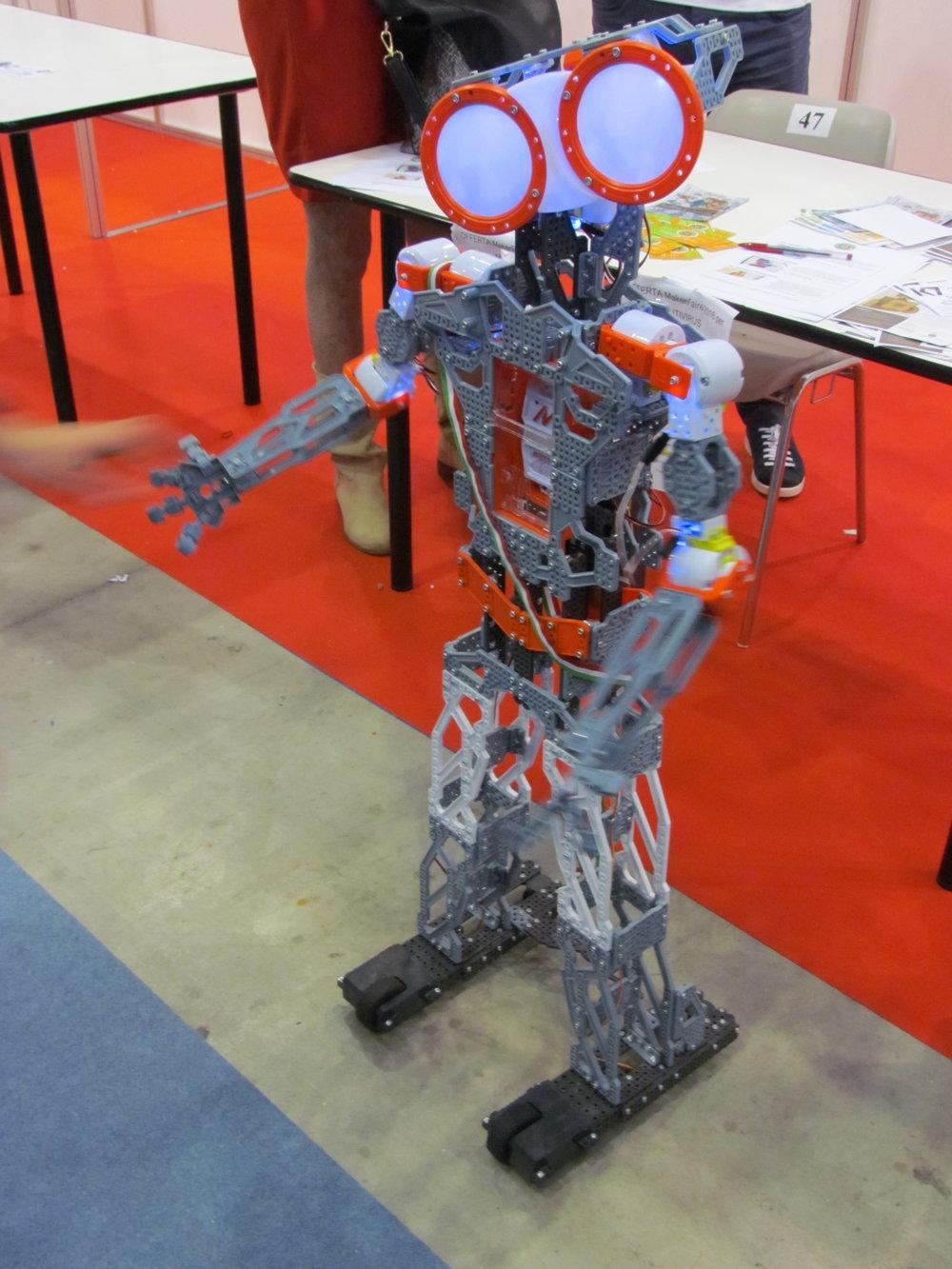 Robottino realizzato coi pezzi del Meccano