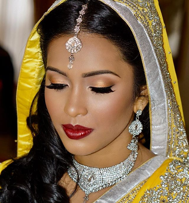 #throwbacktuesday to this gorgeousness!  Glory skin and bold lips 😍 #guyanesebride #yellowsaree #glowyskin #boldlips #macdivalipstick #guyanesewedding #vogueindia #maharaniweddings #airbrushmakeup #makeupartistnyc #heenadasbrides