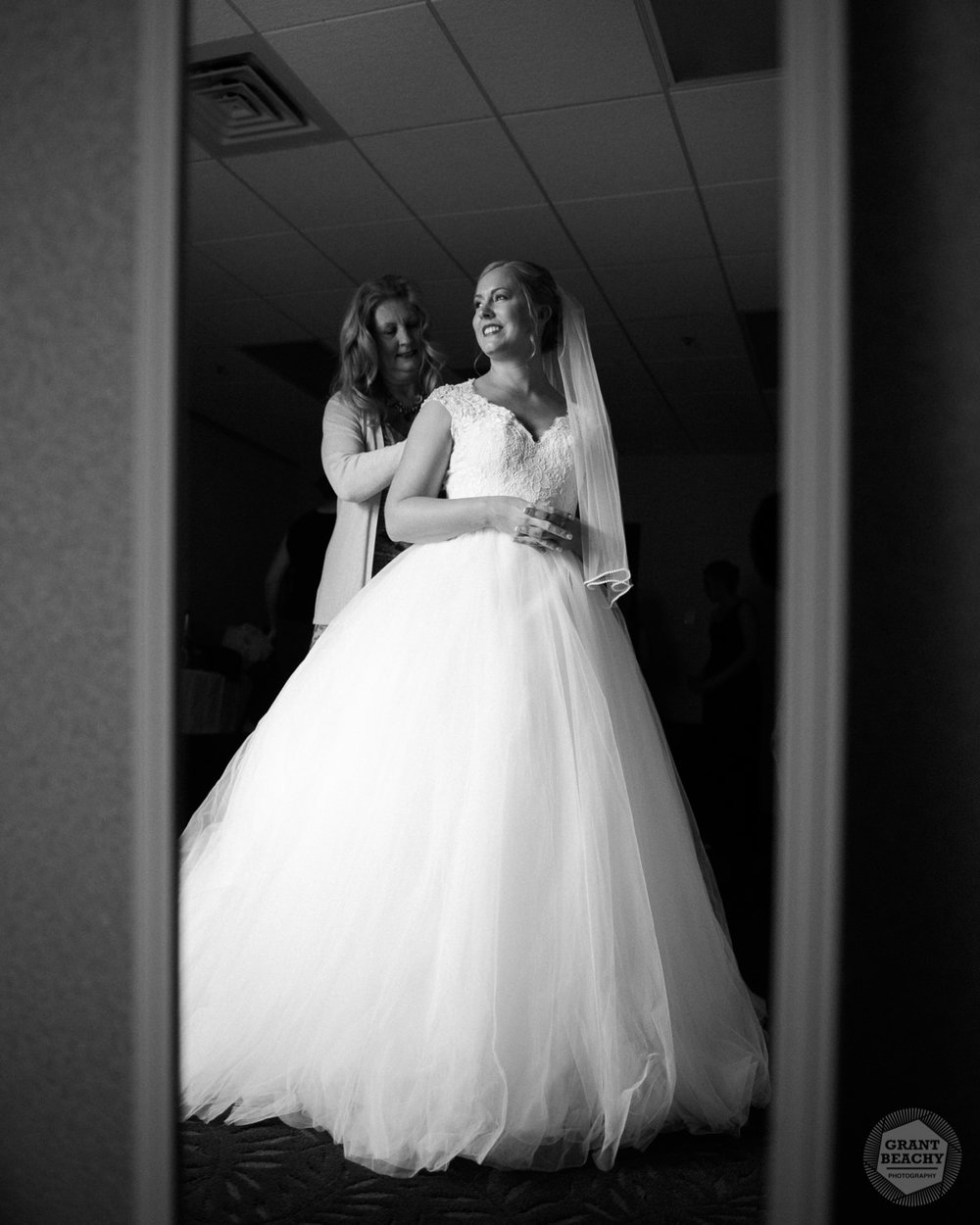 Grant Beachy wedding photography elkhart, south bend, chicago, goshen-10.jpg