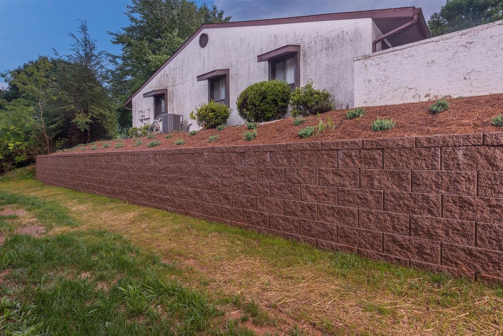retaining wall2 .jpg