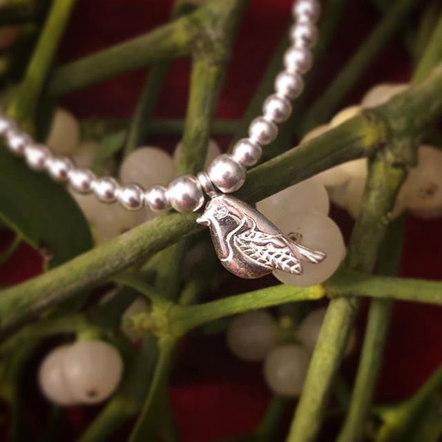 Our lovely little Robin is back in stock and selling fast. If you want one as a Christmas gift for someone, please don't delay in ordering as he won't be back till the new year. 🎄💜 #llloves #lllovesuk #robinbracelet #robin #robinjewellery #whenlovedonesarenear #sterlingsilver #uniquedesign #bestseller #goingfast #christmasideas #christmas #christmaspresent #braceletstacks #misteltoe