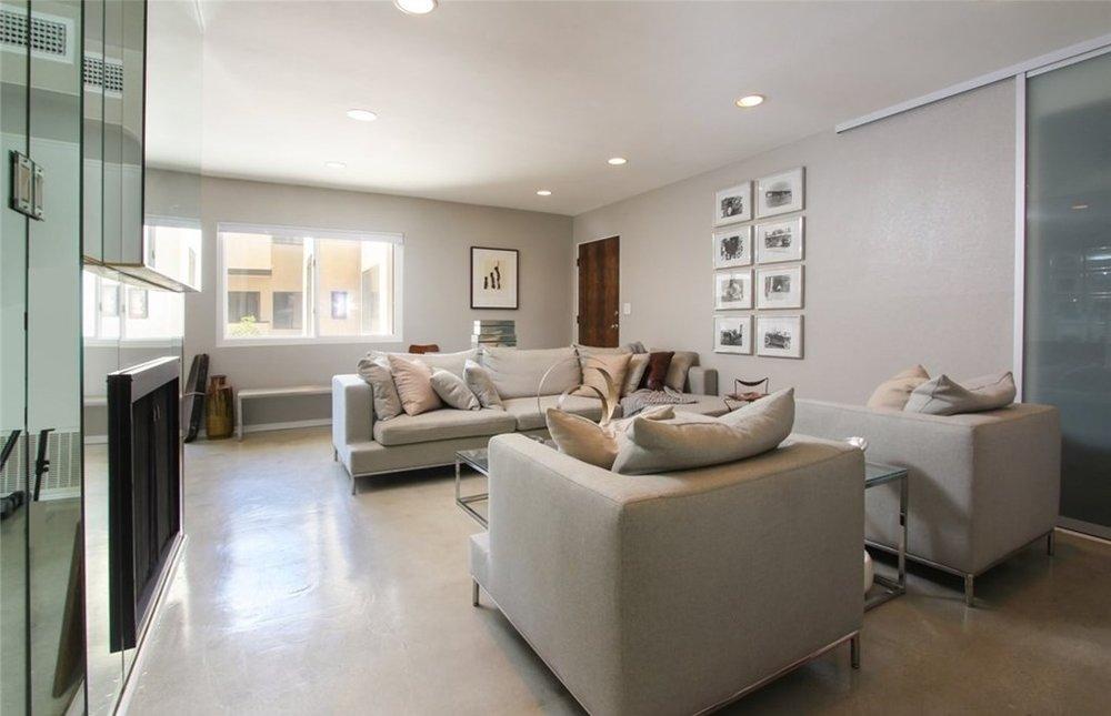 Livingroom 2..jpg