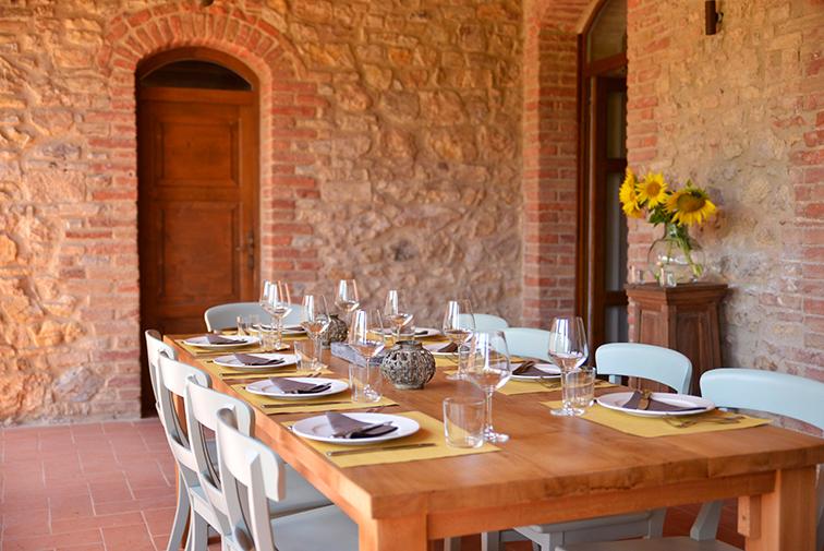 Cugnanello dinner table1_DSC4863.jpg