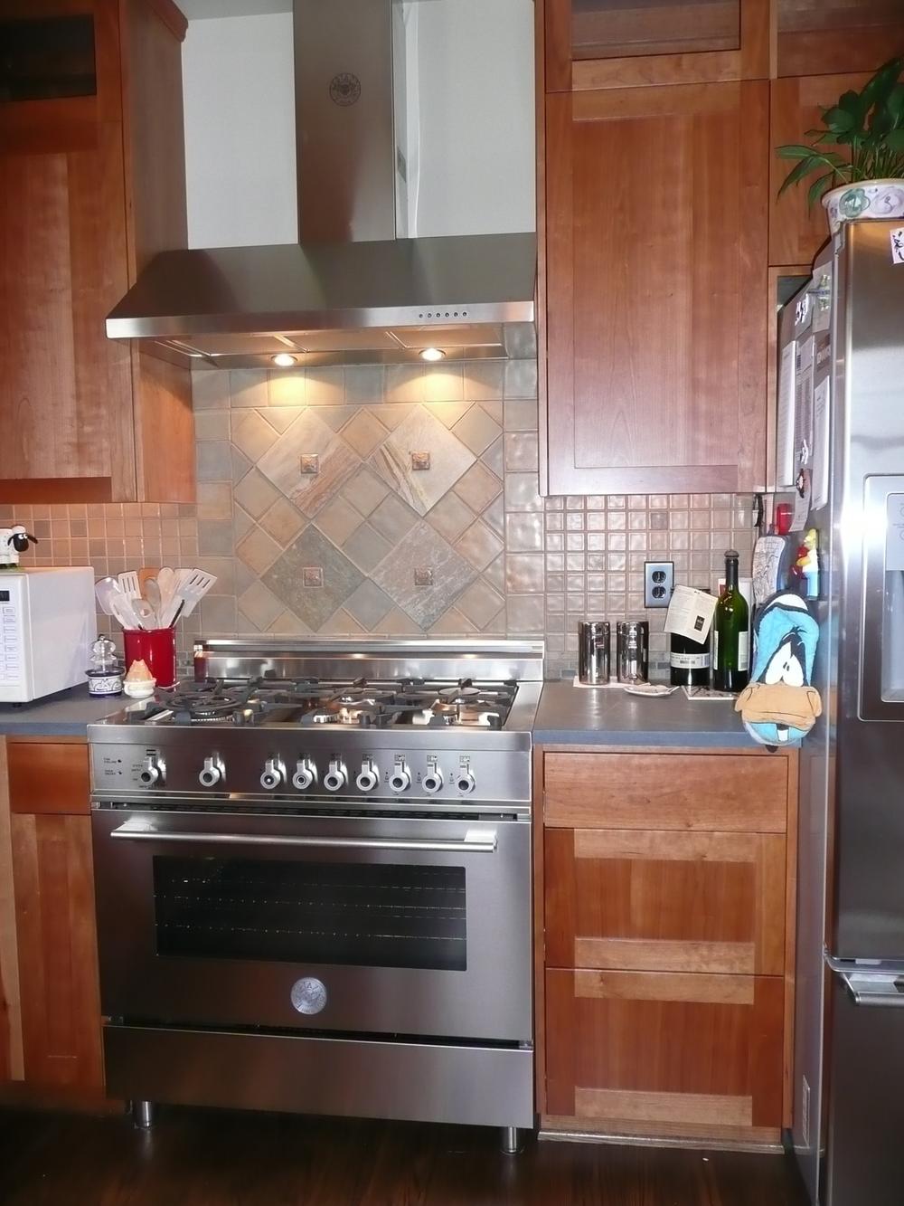 new kitchen stove.JPG