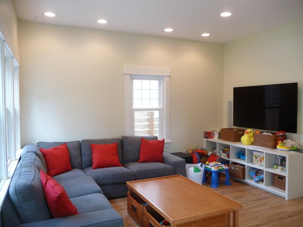 15110+ Family room.JPG