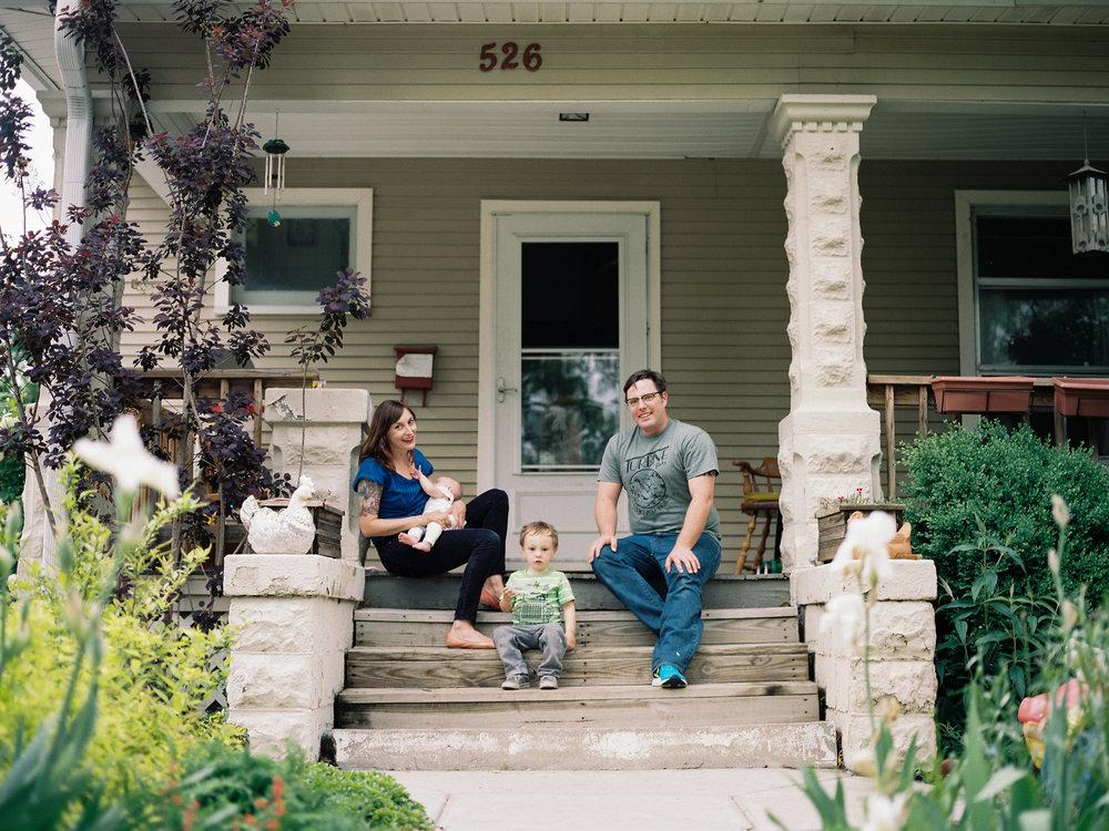 CZINSKI FAMILY - CASUAL BACKYARD PORTRAITS