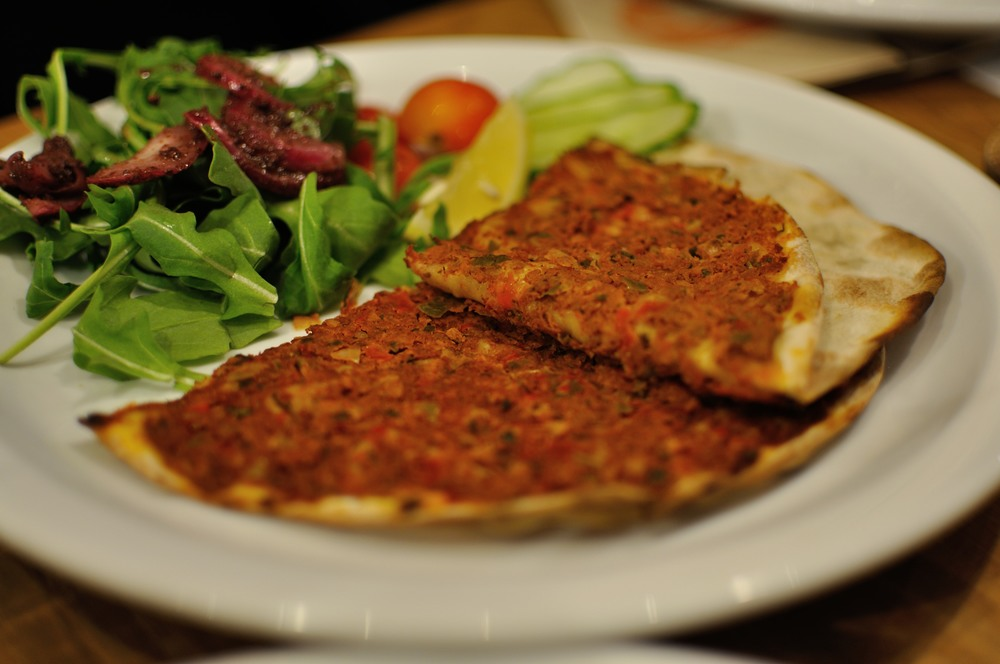 The Turkish flatbread lahmacun - delicious!