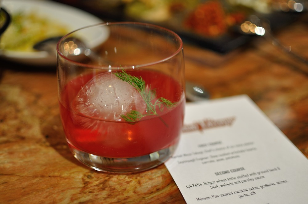 "The ""Turquaz"" with mezcal and beet extract"