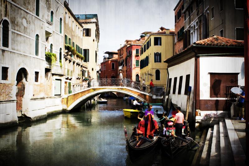Venice canal Hinue.jpg