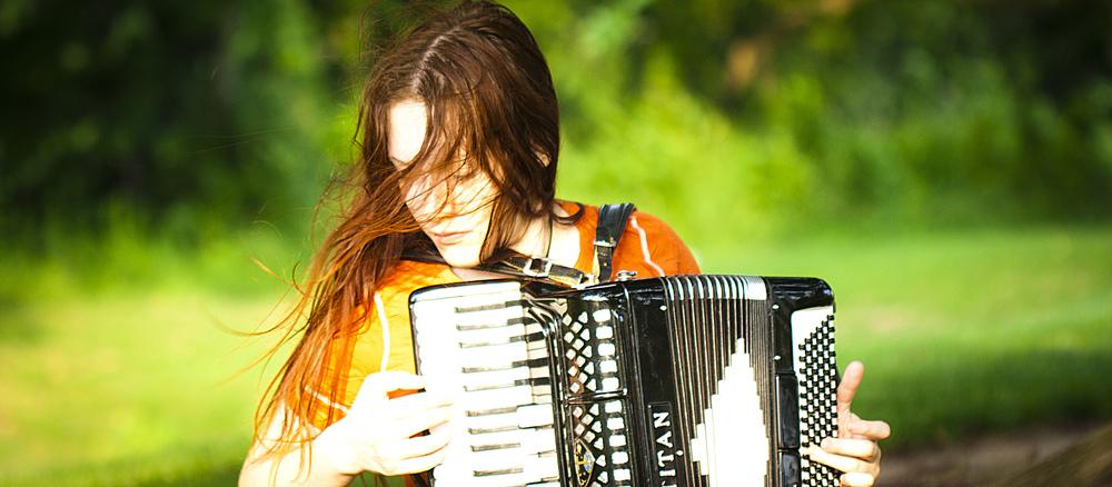 Featuring Alisa Apreleva (vocals, shruti box). Visit www.apreleva.com