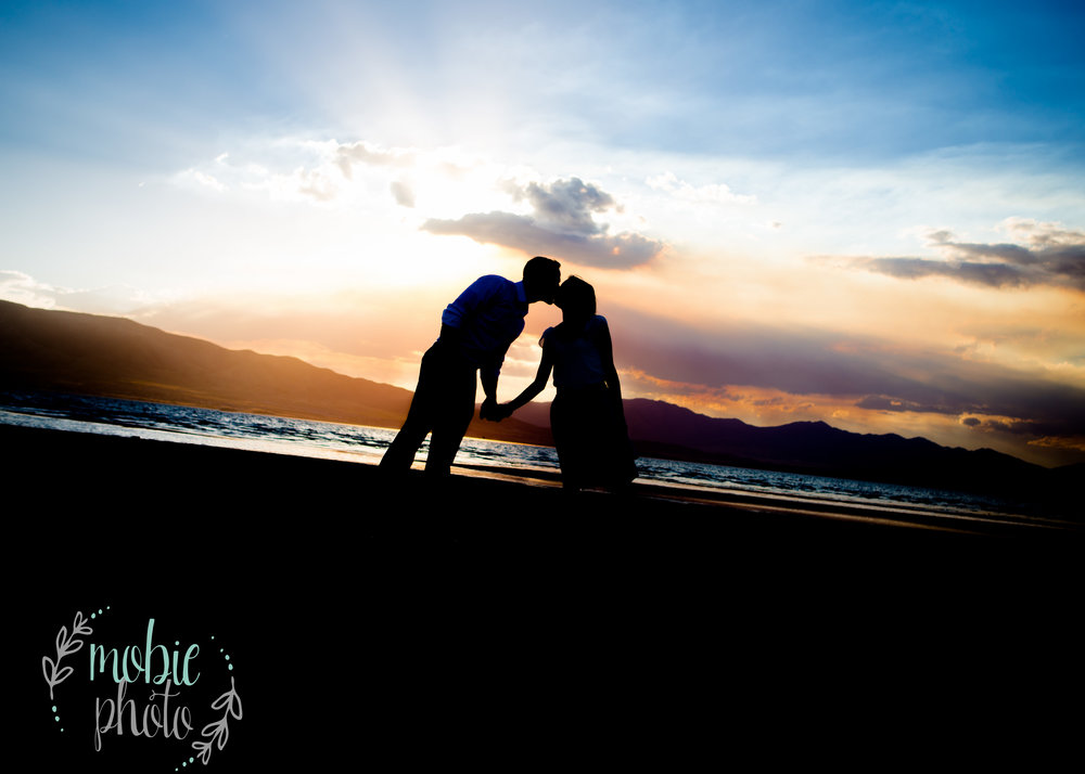 Kissing silhouette on the beach