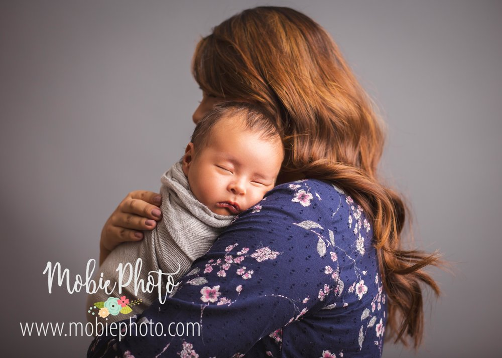 Six Week Old Newborn Shoot with Mom - Mobie Photo - Utah Newborn Photography