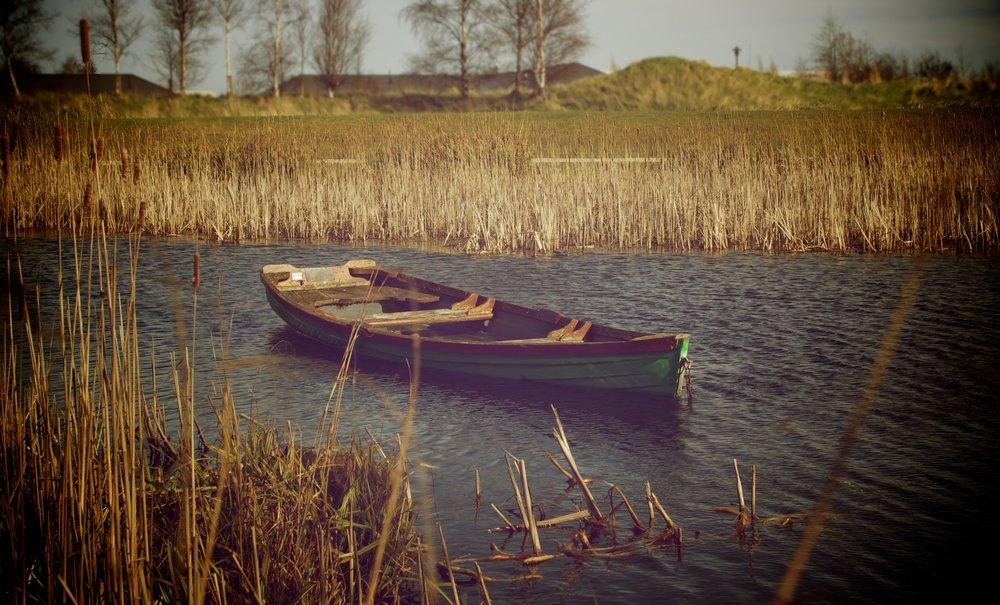 alone-boat-canoe-3082.jpg