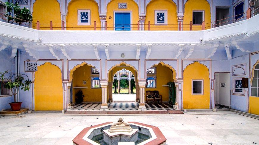 Diggi_Palace_courtyard.jpg
