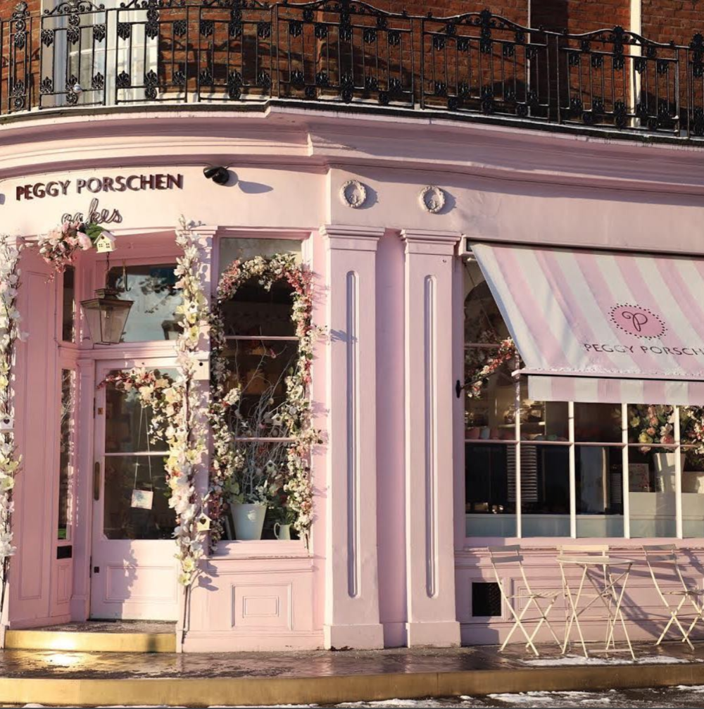 For fellow sweet addicts, brunch at Peggy Porschen is a must !