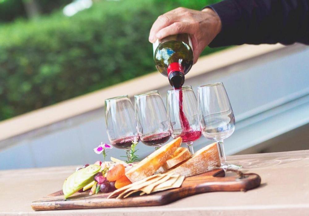 Hamptons Estate Wines 2.png