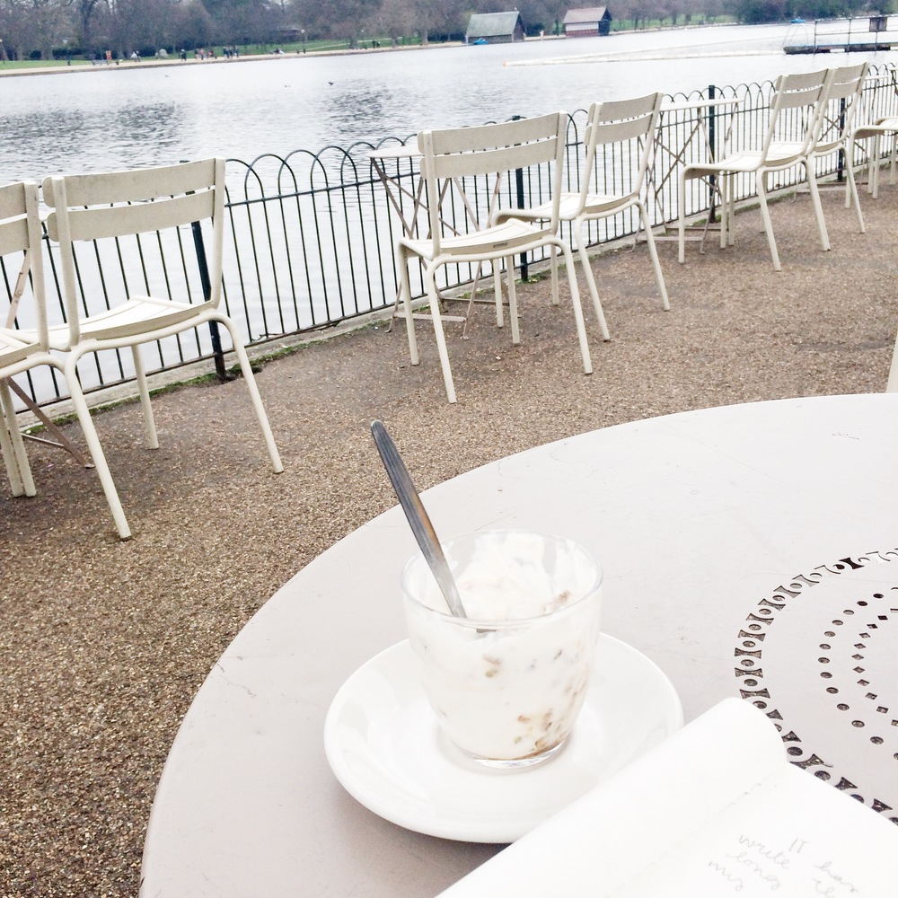 Breakfast along the banks of the Serpentine | Hyde Park