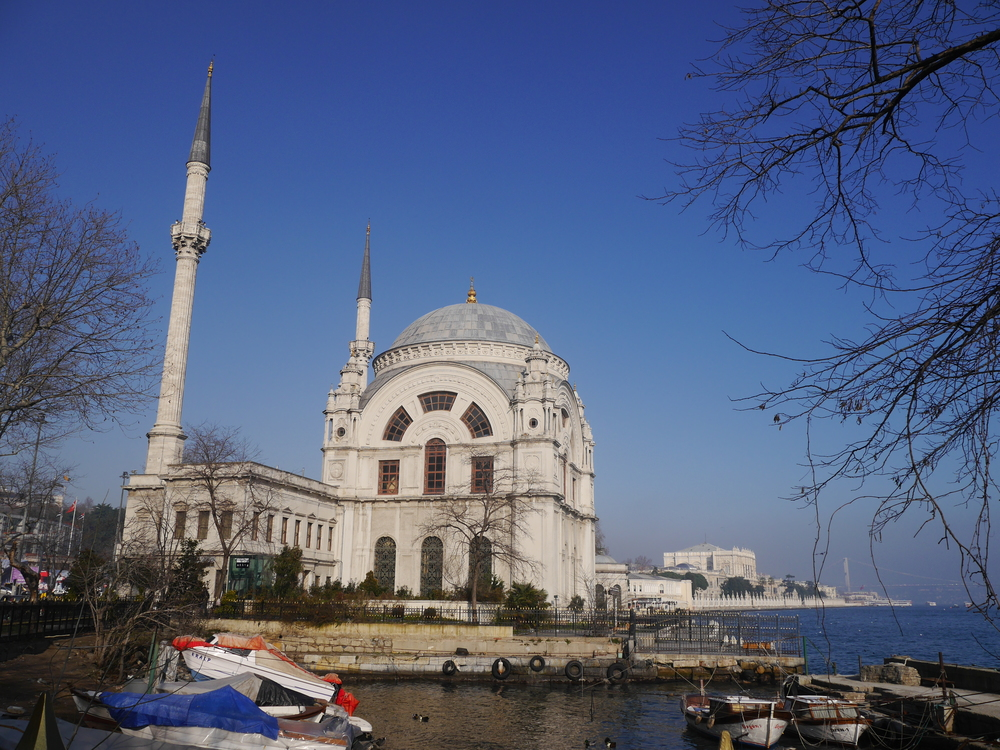 Another view of Dolmabahçe Mosque. Almost identical (but worse than) the picture on Wikipedia. Which makes me sort of wonder why I bother...