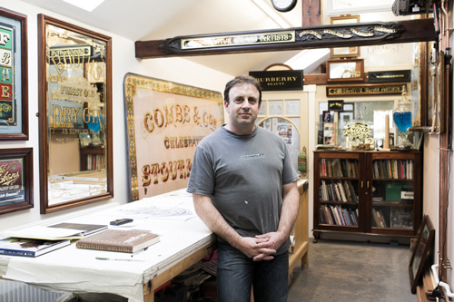 <b>Dave Smith</b><br>Traditional Signwriter
