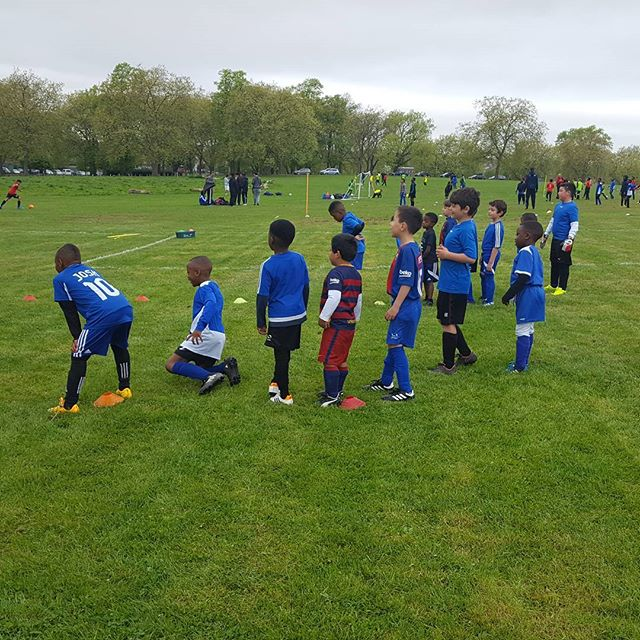 Our under 6/7 listening to their coach during training 22.04.17