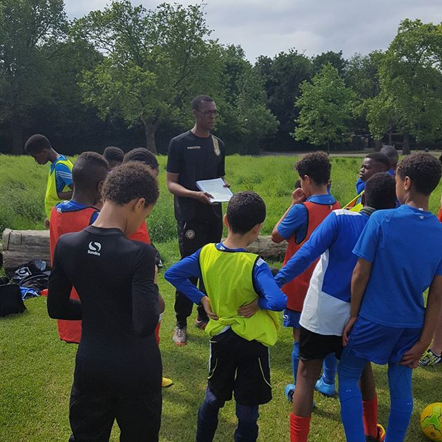 Coach Olu explaining what he wants from his under 11 players in training 27.05.17