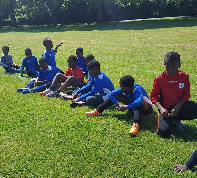 Under 9's waiting for coach to finish setting up a drill 27.05.17