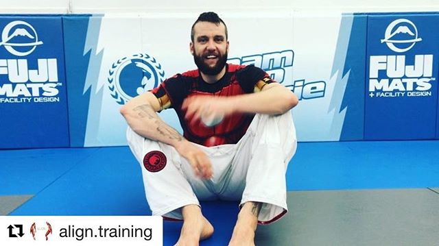 #Repost @align.training with @get_repost ・・・ What's up #TeamGracie! ✊️ -[•]- Here's an Active-Mobility flow for you to make sure those joints are happy after training! -[•]- Covering some PAILs/RAILs FRC action and a bit of ENG. DM or comment with any specific questions. -[•]- Instead of a long caption, we did our best to explain how things work in the clips. -[•]- Turn the sound on 🔊 and swipe! -[•]- 🎥: @alancheung1 -[•]- #itworksforMUAYTHAItoo #justsaying #ALiGN #ALiGNtraining