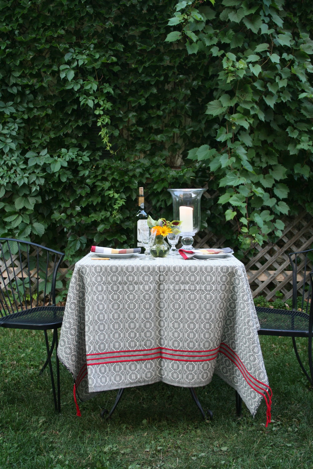 Primera cotton throw for dining alfresco