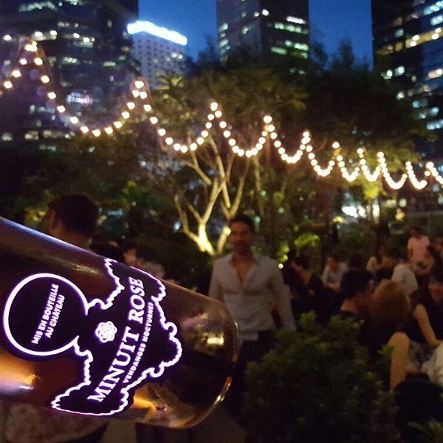Rooftop parties & Luminous bottles 🍾🎈#MinuitRoseMoment