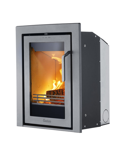 CONTURA i4   , Fireplace insert   With its large glass door, this contemporary stove makes it possible to view the fire from almost anywhere in your room.   3-5 kW