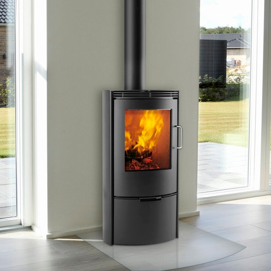TT10 RANGE    This elegant top quality range comes with four different models. The highly curved panoramic front makes it possible to view the fire from different angles.   3-8 kW
