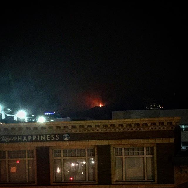Just a nightmare cresting the ridge. Hope LAFD is staying safe tonight. #latuna #fire #whyamiup
