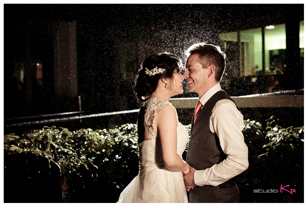 raining wedding photos