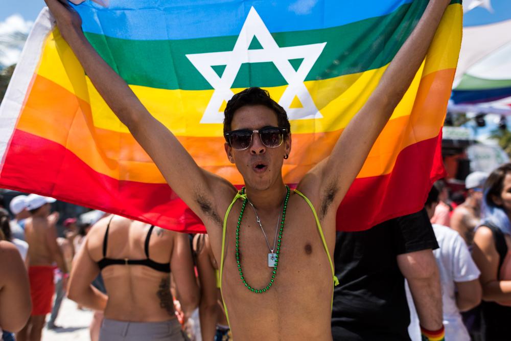 Boys-Gay-Pride-44.jpg