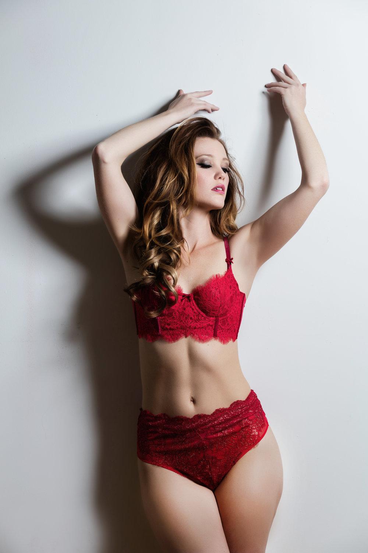 http://4girlsglamour.com/