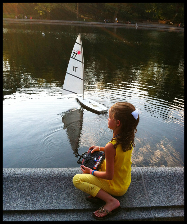 Iphoneography / Photographing people in Central Park, Sailboat Pond | Image 2