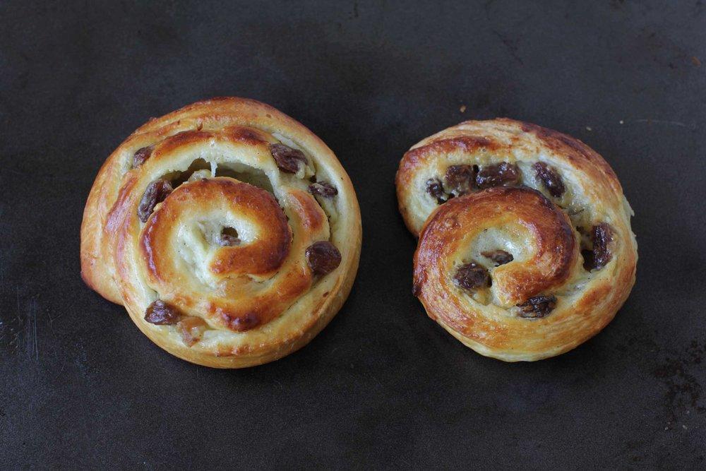 à gauche : pâte à pain aux lait - à droite : pâte à croissants