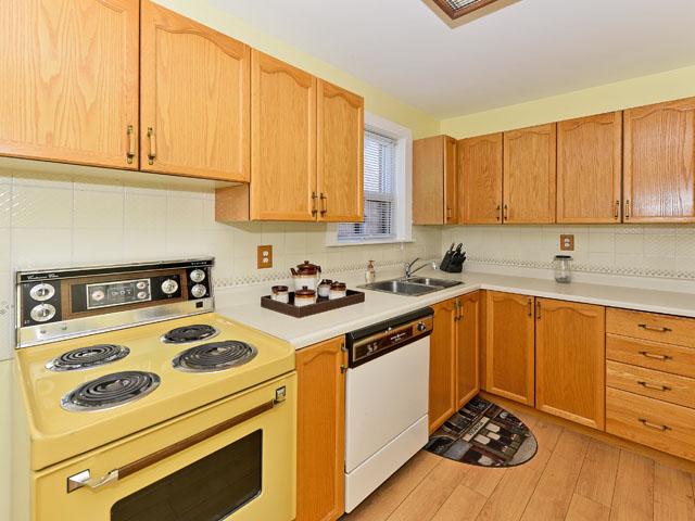 mls kitchen 3.jpg